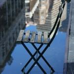 Sedia su una pozzanghera