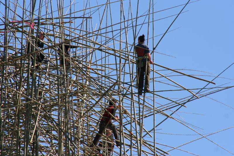 Costruzione di un'installazione sul tetto del Metropolitan Museum of Art