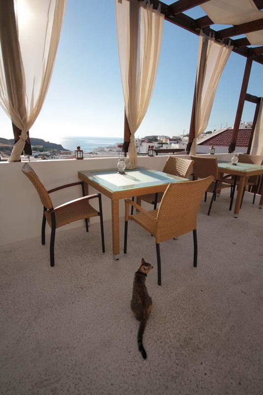 Colazione con vista dalla terrazza dello Xenones Lindos