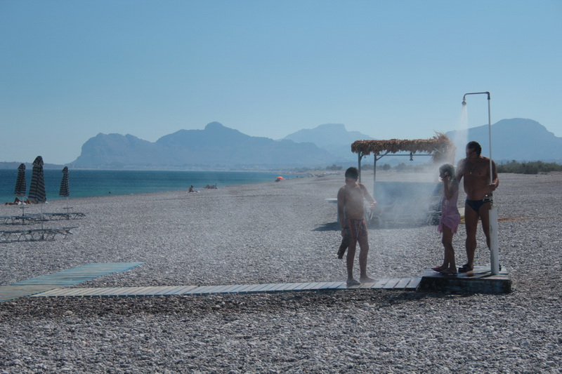Una doccia a Traganou beach