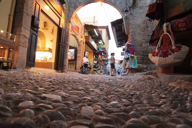 Pavimentazione caratteristica dei vicoli nella cittadella di Rodi