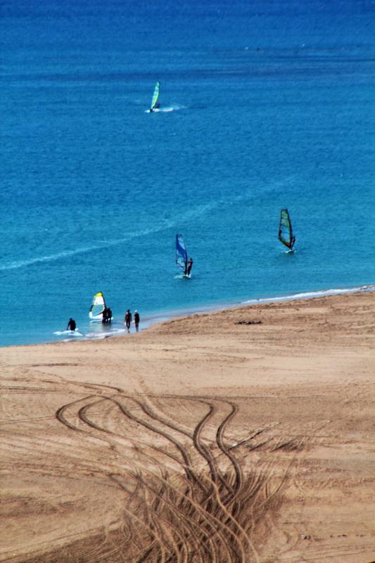Surfisti sull'istmo di Prasonisi