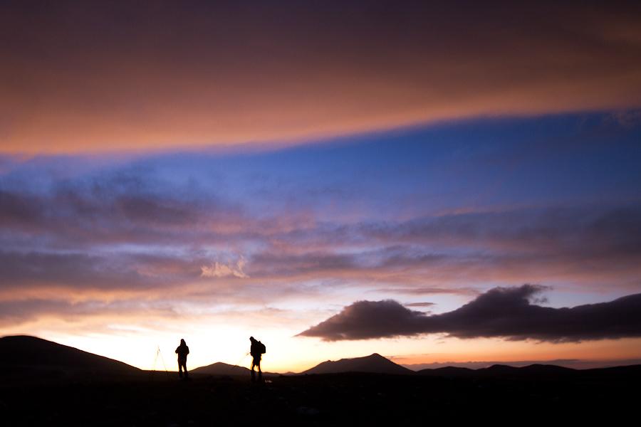 Fotografi durante l'alba sulla piana di Campo Imperatore