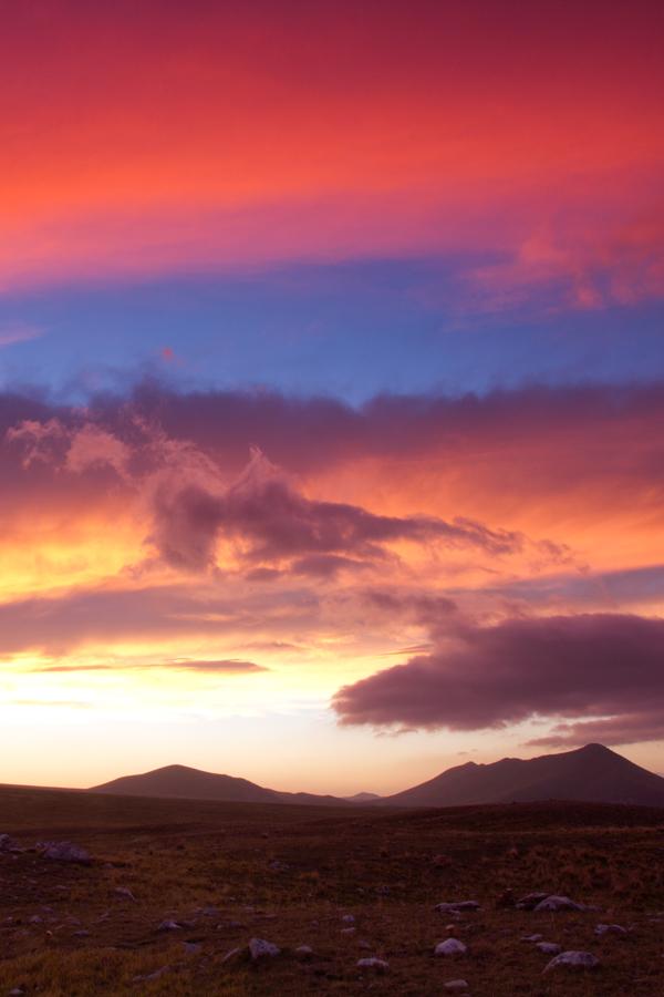 Sfumature in cielo durante l'alba sulla piana di Campo Imperatore