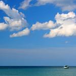 Barca sul mare all'orizzonte di Koh Samui