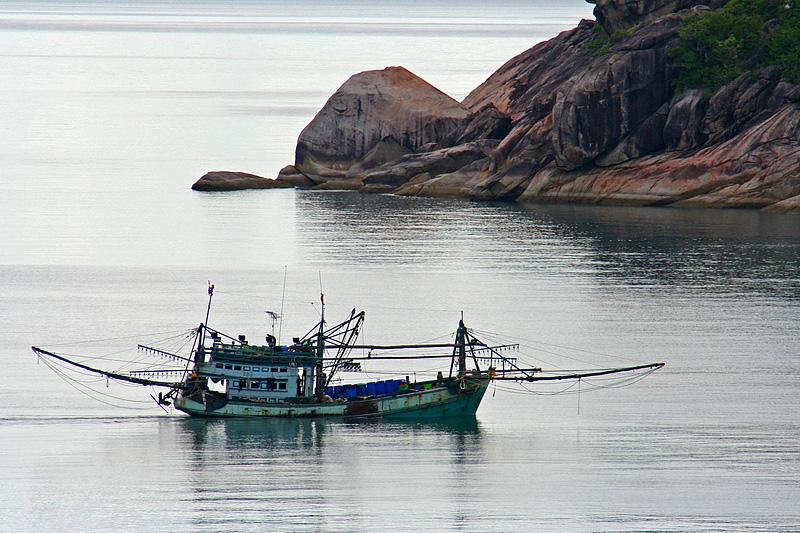 Peschereccio sul mare di Koh Phangan