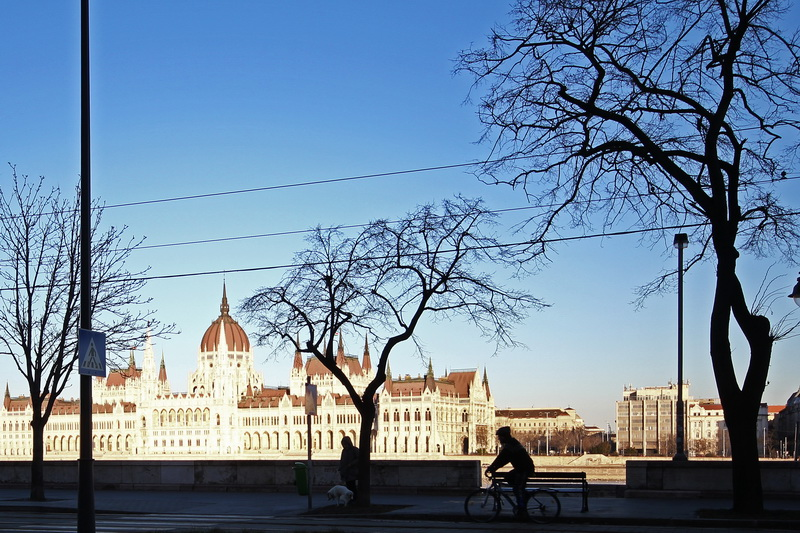 lungo Danubio e Parlamento ungherese