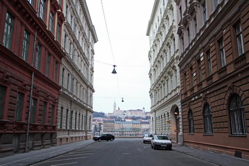 Scorcio tra palazzi che affacciano sul Danubio